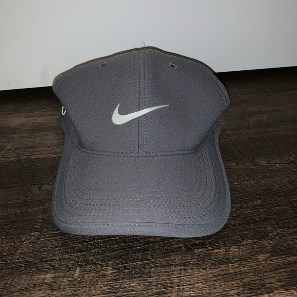New with Tags- Adult Unisex Nike Golf Hat